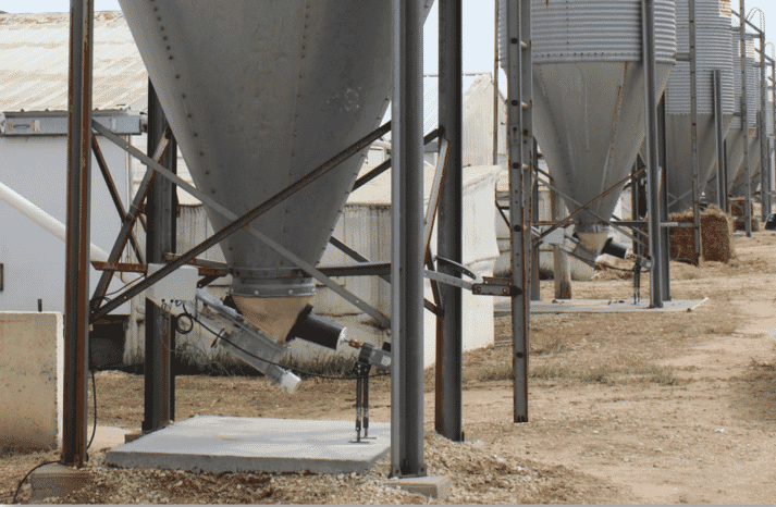 The automatic Flow Pro Bin Agitator eliminates feed bridging in bulk feed  tanks without the use of damaging vibrations or repetative, blunt impacts.