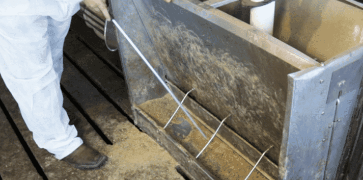 Feeder cleaning rod