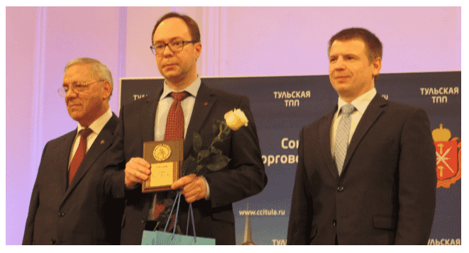 Valery Starodubtsev accepts award on behalf of Aviagen LLC