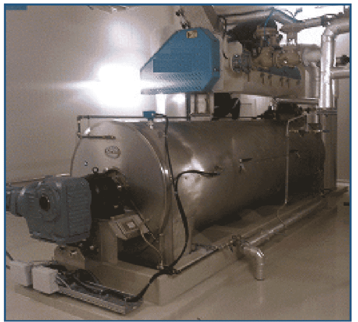 Steam conditioner used in the heat treatment of raw feed